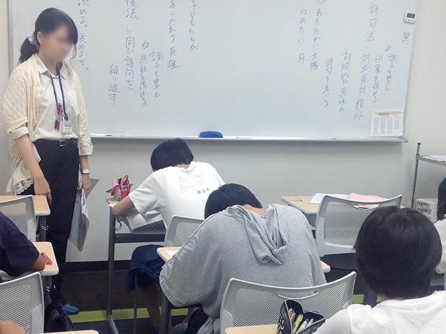 授業では積極性や前向きな姿勢を育てます。