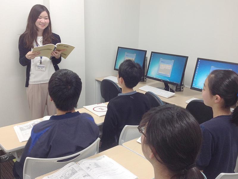 先生が生徒の様子を把握しながら指導していきます。