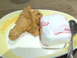 チキン。白い包みの中身は…白ごはん!
